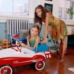 web-getty-family-wagon-girls